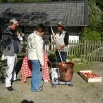 Apfelkrautherstellung im Kupfertopf